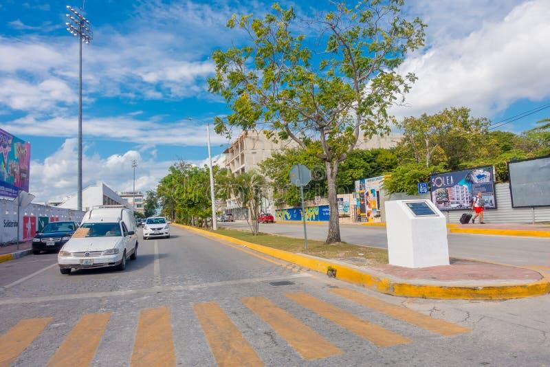 Playa del Carmen, Mexico - Januari 10, 2018: Openluchtmening van 5de Weg, de hoofdstraat van de stad De stad schept a op stock foto's