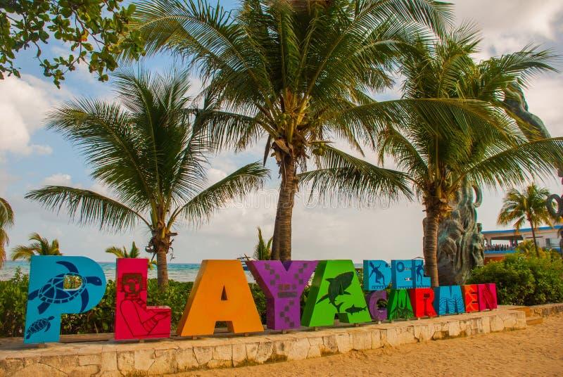 Playa del Carmen, Mexiko: Öffnen Sie Ansicht der enormen Wörter von Playa durch den Strand im Playa del Carmen, Riviera-Maya, Mex lizenzfreies stockbild