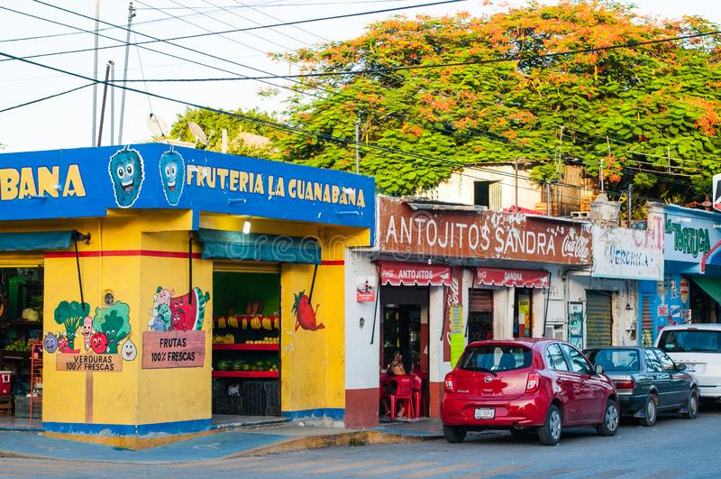 Playa del Carmen, Mexiko, Corner Street, Obst- und Gemüsegeschäft stockfotografie