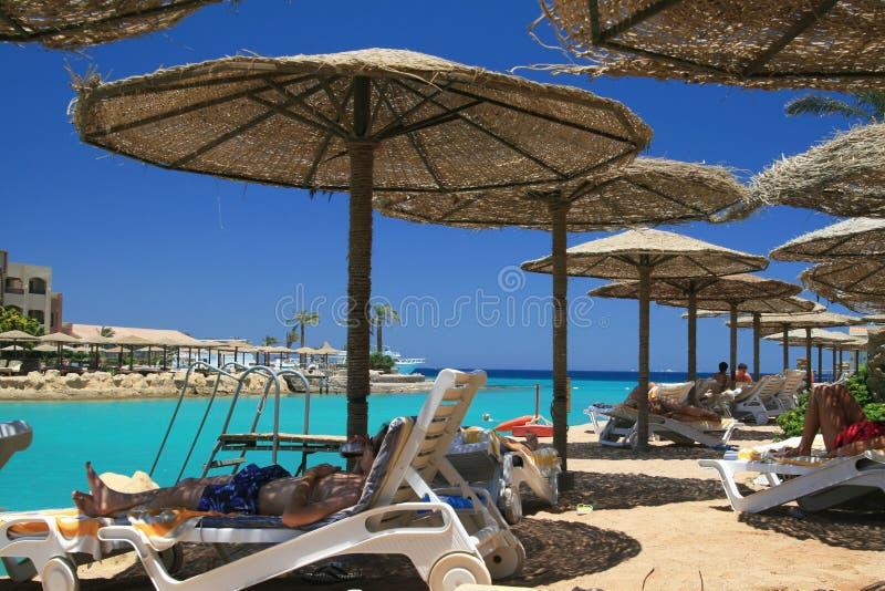 Playa del centro turístico en Egipto