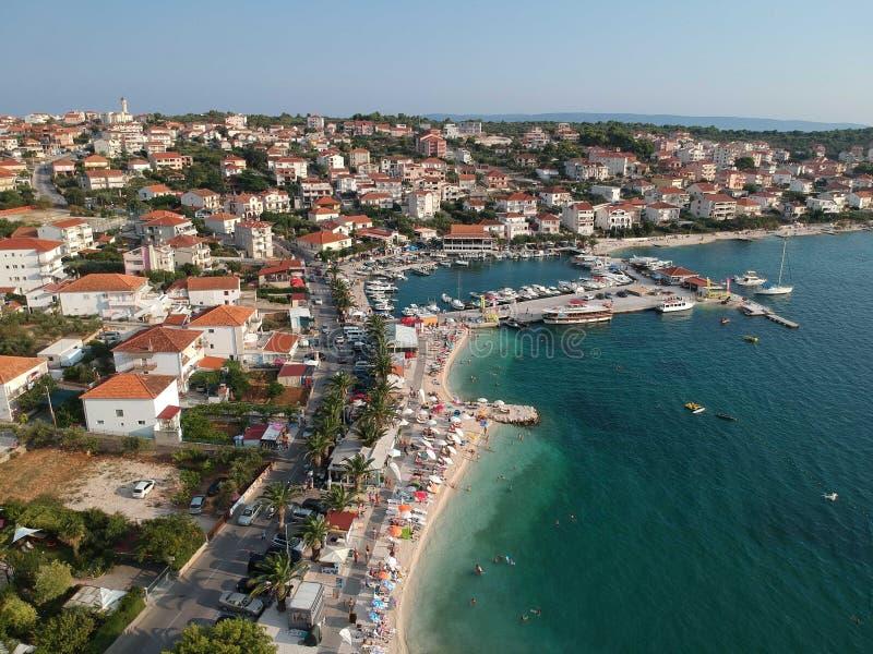 Playa del gornji de Okrug en Croacia desde arriba imagen de archivo libre de regalías