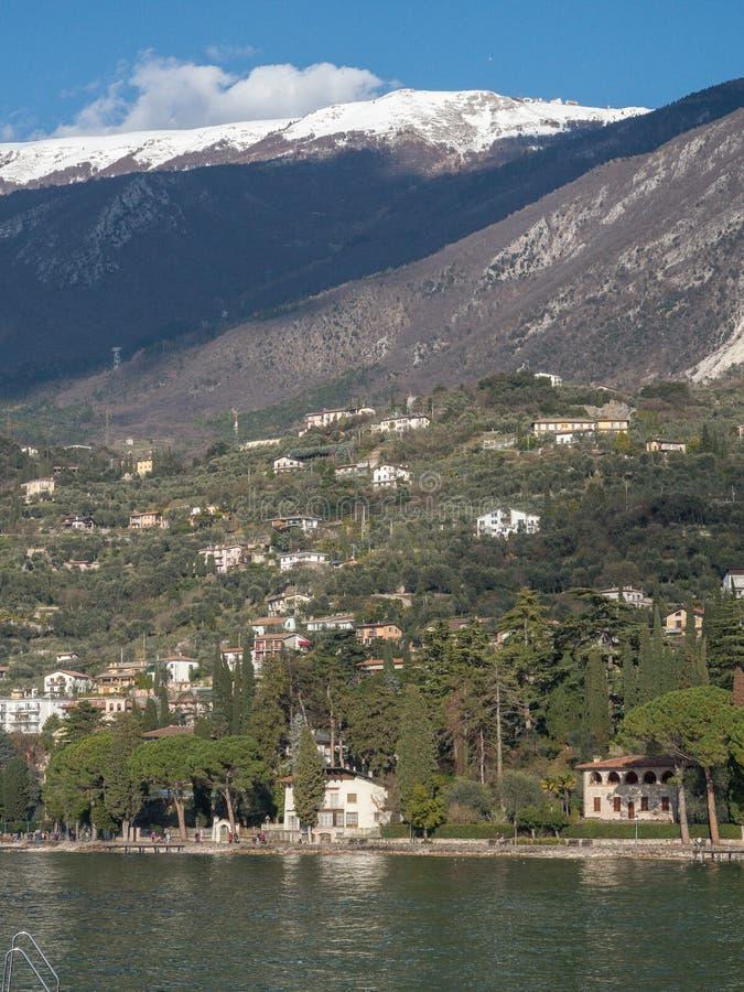 Playa del lago Garda en malcesine imagen de archivo libre de regalías