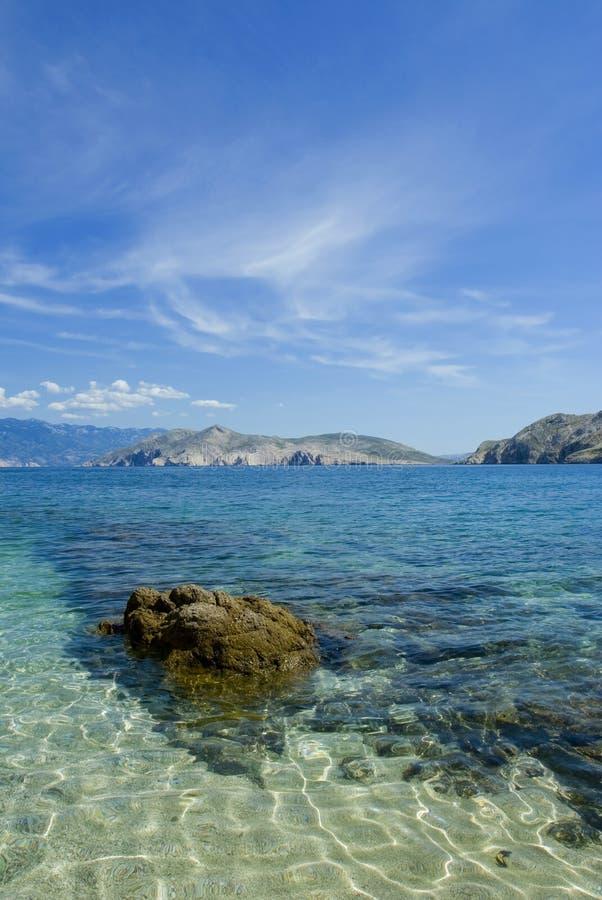 Playa del mar adriático, isla Krk imagen de archivo libre de regalías