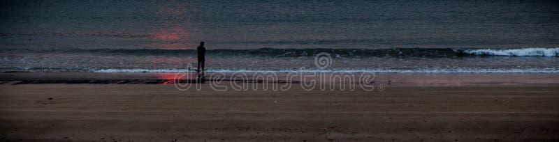 Playa del mar de la salida del sol imagen de archivo