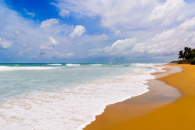 Playa del mar en Sunny Daylight imágenes de archivo libres de regalías