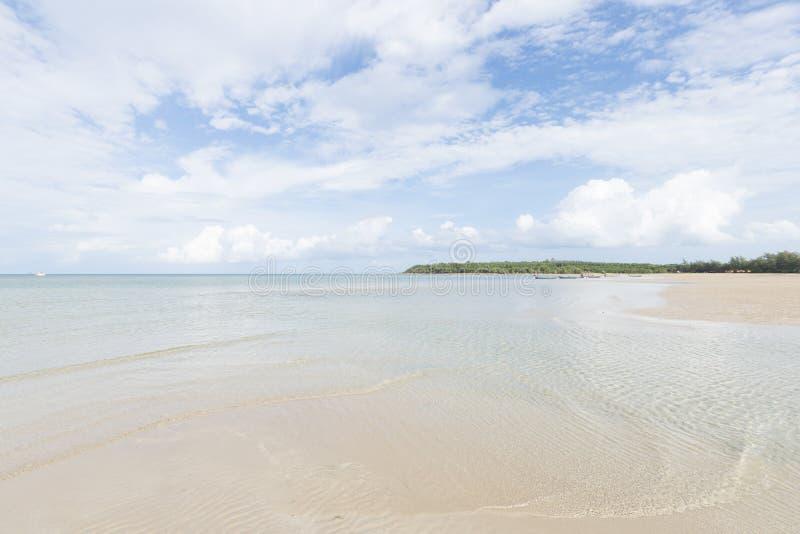 Playa del mar y de la arena fotos de archivo