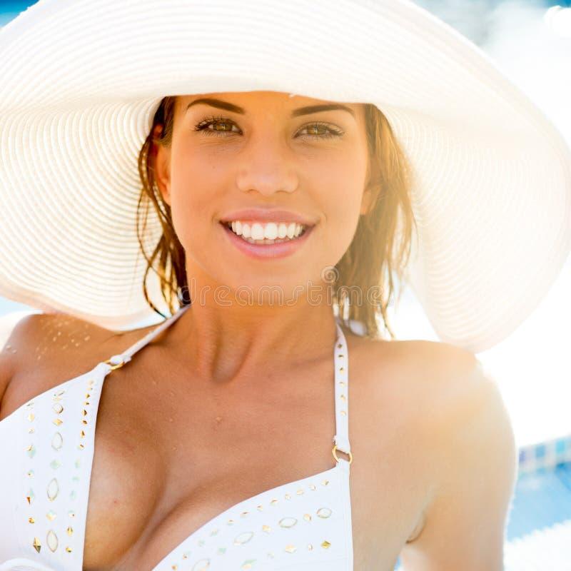 Download Playa del verano foto de archivo. Imagen de muchacha - 41920674