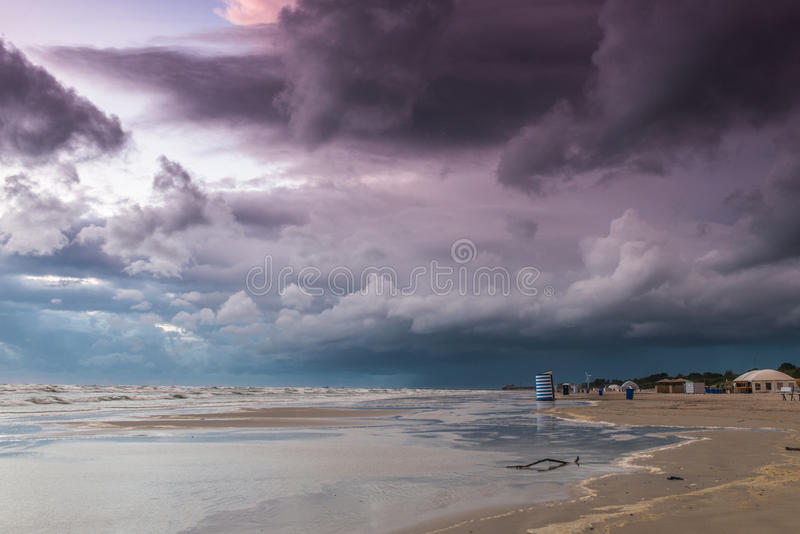 Playa del verano en el mún tiempo fotografía de archivo libre de regalías