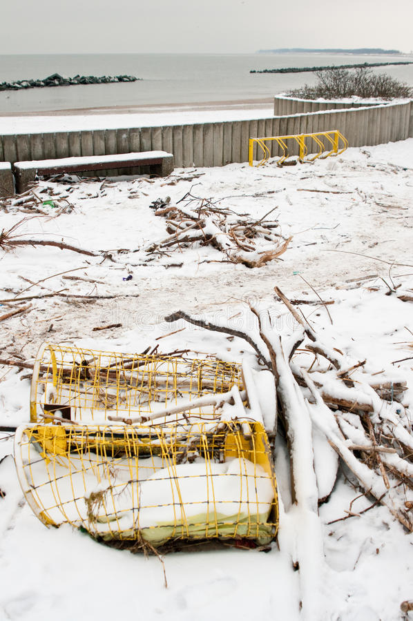 Playa después de la tormenta pesada en Polonia imagenes de archivo