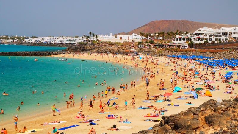 Playa Dorada strand i Playa Blanca, Lanzarote, kanariefågelöar arkivfoto