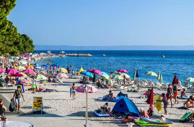 Playa en Baska Voda, Croacia fotos de archivo