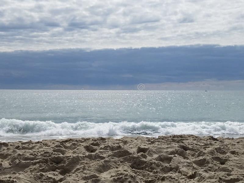 Playa en el Océano Atlántico en la playa atlántica, NC fotos de archivo libres de regalías