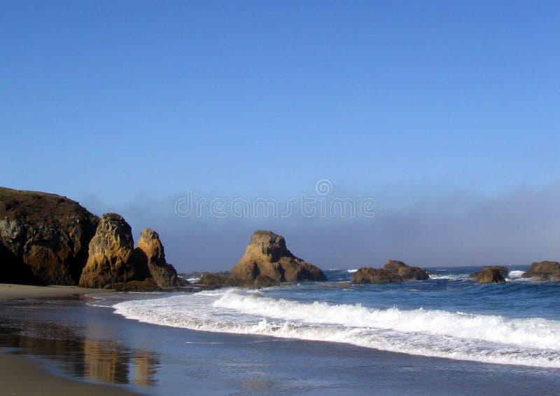 Download Playa en Fort Bragg foto de archivo. Imagen de agua, árbol - 176922