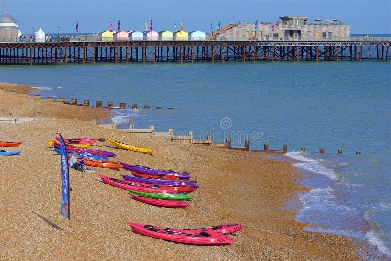 Playa en Hastings, Reino Unido imagenes de archivo