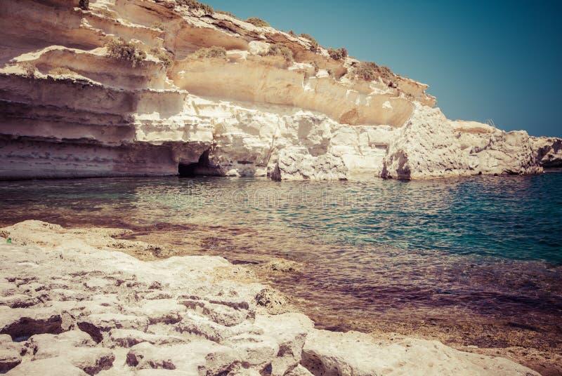 Playa en invierno, Malta de la roca imagenes de archivo