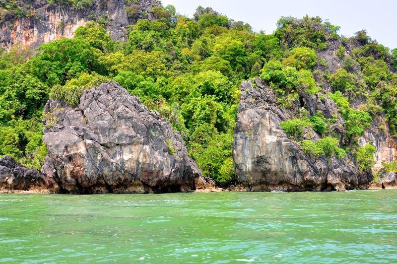 Playa en las islas de la phi de la phi, Tailandia imagen de archivo