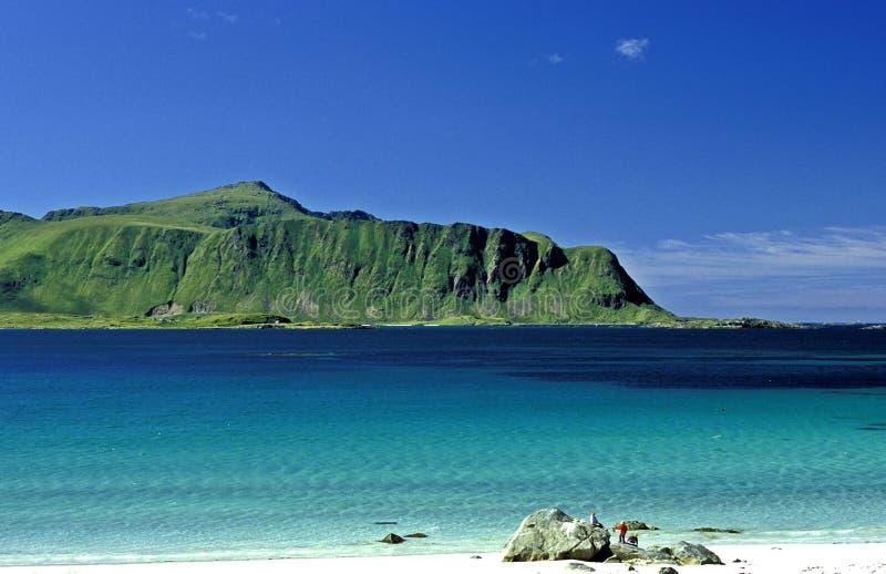 Playa en las islas de Lofot fotos de archivo