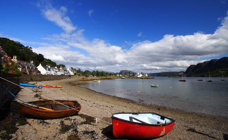 Playa en verano, Escocia de Plockton foto de archivo