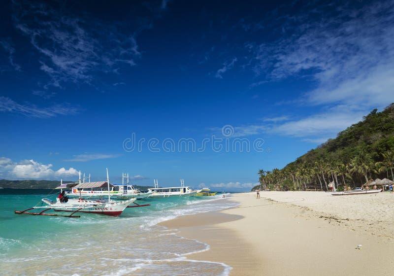 Playa filipina tradicional Boracay pH del puka de los barcos del viaje del taxi del transbordador fotos de archivo libres de regalías