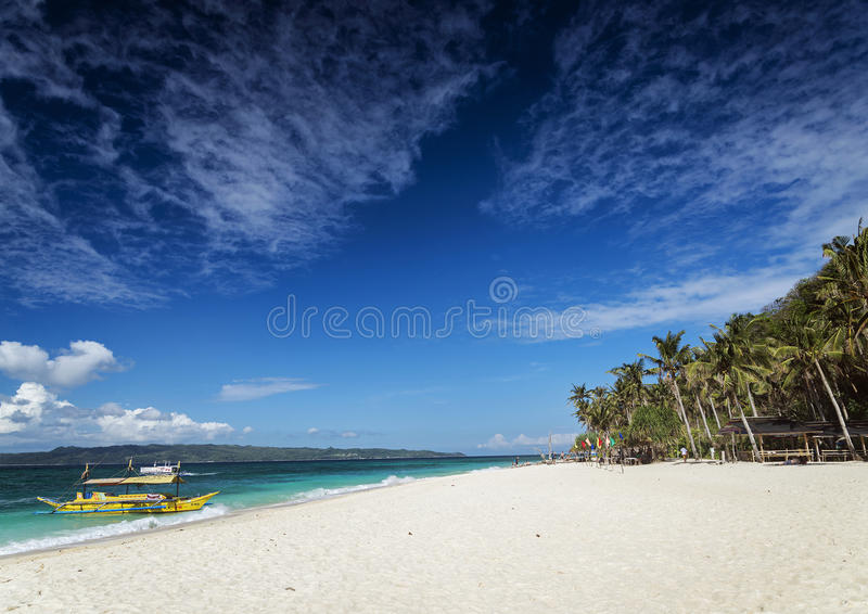 Playa filipina tradicional Boracay pH del puka del barco del viaje del taxi del transbordador imagenes de archivo