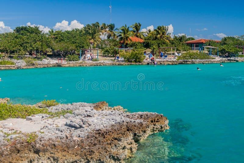 PLAYA GIRON, KUBA - 15. FEBRUAR 2016: Ansicht des Badeortes Caleta Buena an der Schweinebucht nahe Dorf Playa Giron, CUB stockbild