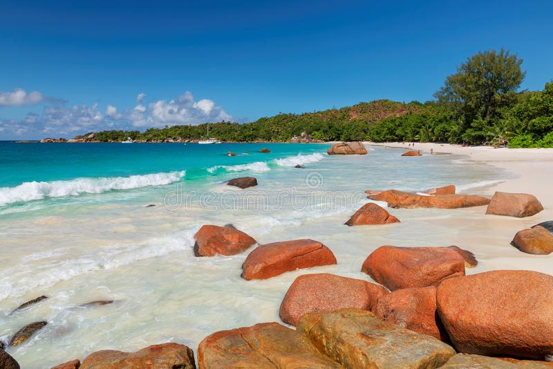 Playa hermosa de Anse Lazio en la isla de Praslin, Seychelles fotografía de archivo