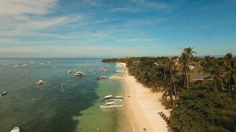 Playa hermosa de la visión aérea en una isla tropical Filipinas, área de Anda foto de archivo libre de regalías