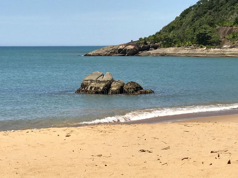 Playa hermosa en el sudoeste brasileño foto de archivo libre de regalías