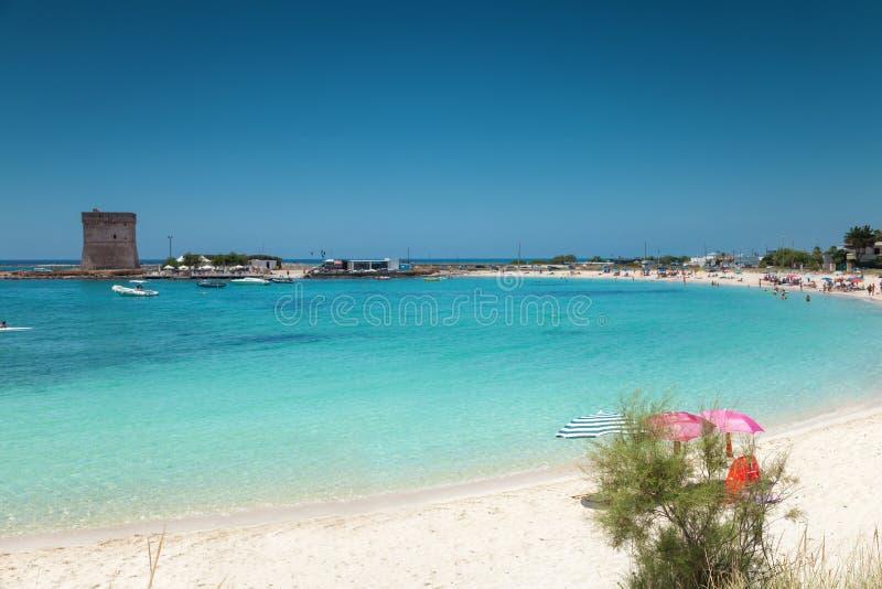 Playa hermosa en la costa meridional de Italia foto de archivo