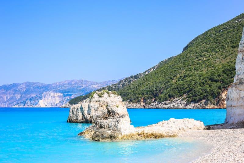 Playa hermosa Fteri con el mar de la turquesa en la isla de Kefalonia, Grecia fotos de archivo libres de regalías