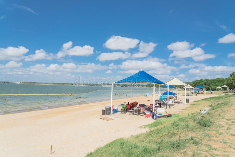 Playa hermosa Lynn Creek Park de la blanco-arena en la pradera magnífica, Tex fotografía de archivo libre de regalías