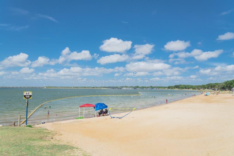 Playa hermosa Lynn Creek Park de la blanco-arena en la pradera magnífica, Tex fotografía de archivo