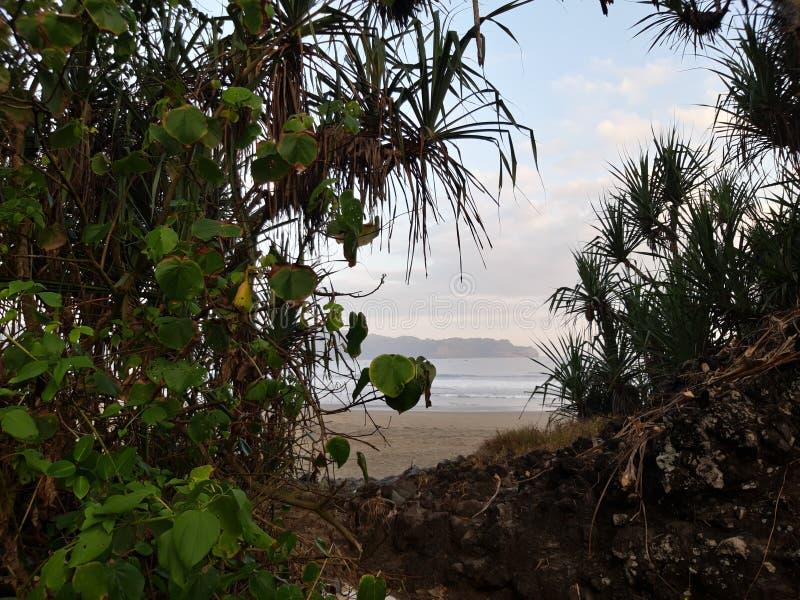 Playa hermosa ocultada imagen de archivo
