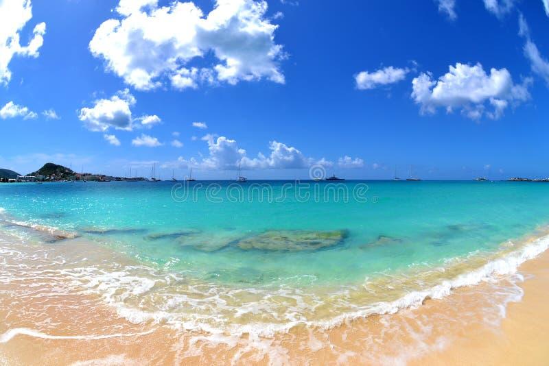 Playa hermosa, tropical imagen de archivo libre de regalías