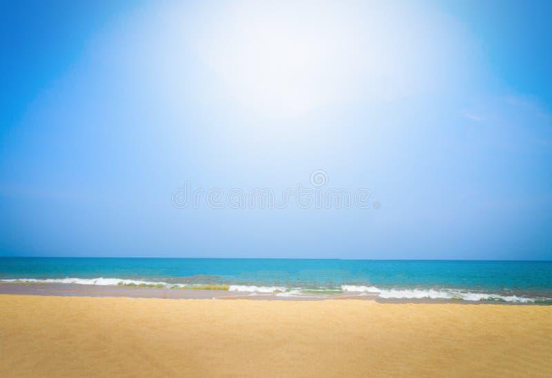 Playa hermosa y mar tropical en Phuket fotografía de archivo