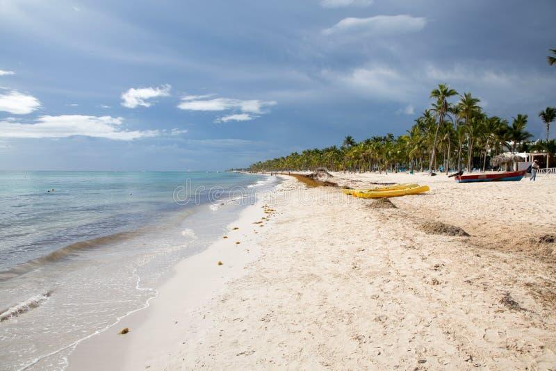 Playa ideal en la República Dominicana fotografía de archivo libre de regalías