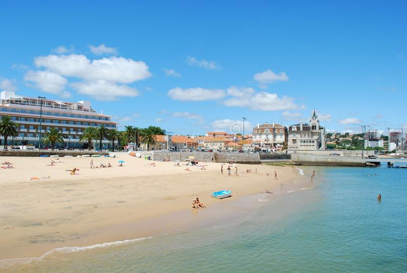 Playa imponente en Cascais, Portugal imagen de archivo