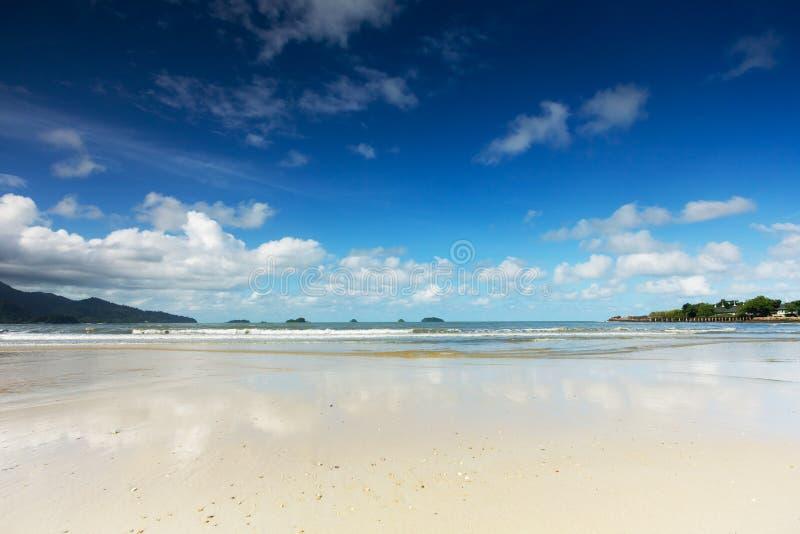 Playa Koh Chang del coco imagenes de archivo