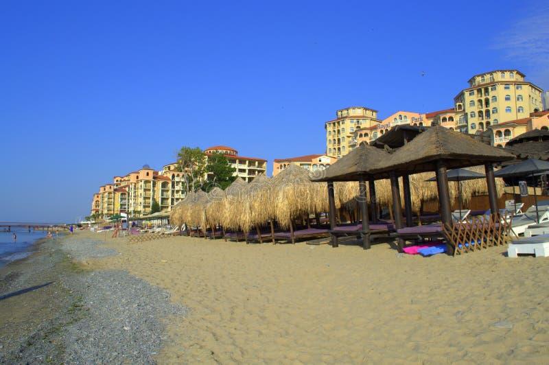 Playa lujosa del centro turístico de verano fotografía de archivo libre de regalías