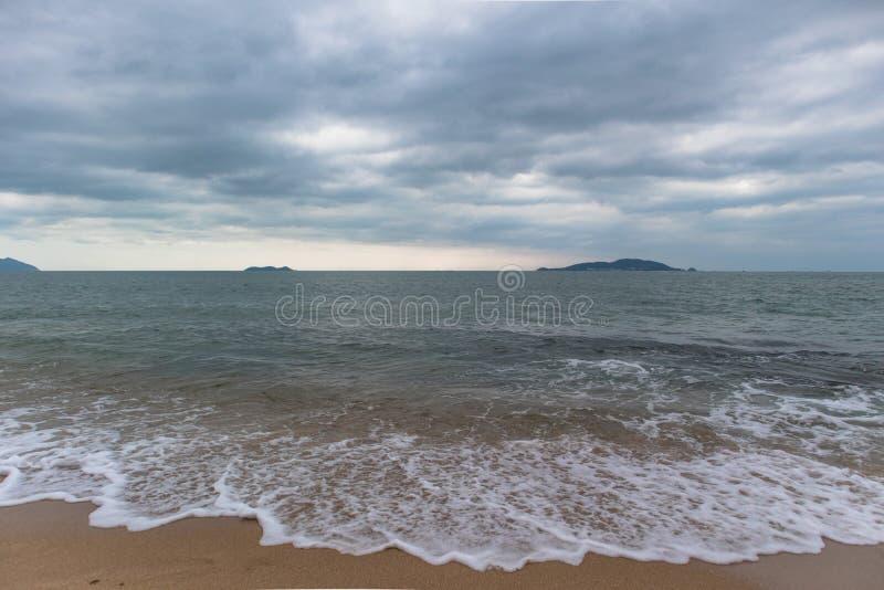 Playa, mar y cielo imágenes de archivo libres de regalías