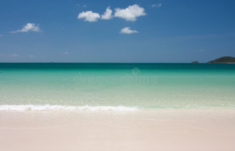 Playa, mar y cielo de Whitehaven en los Pentecostés en Australia foto de archivo libre de regalías