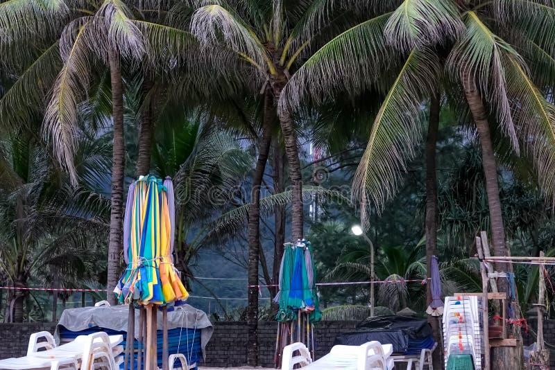 Playa momentos antes de la puesta del sol, Tailandia de la arena de Phuket fotografía de archivo libre de regalías