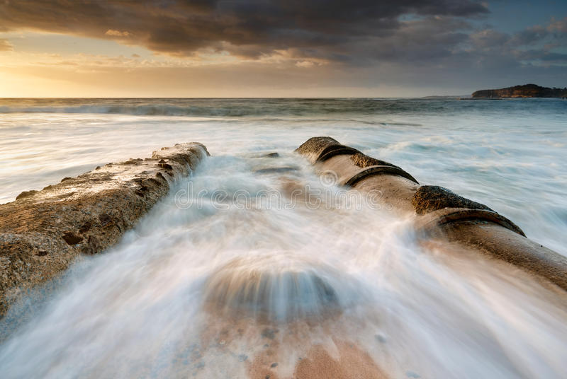 Playa Mona Vale del lavabo de los flujos de marea imagen de archivo libre de regalías