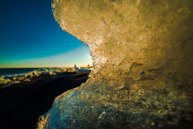 Playa negra Islandia meridional de la arena del hielo de Diamond Beach fotografía de archivo