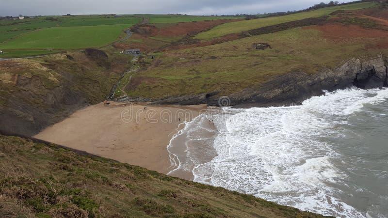 Playa País de Gales de Mwnt imagenes de archivo