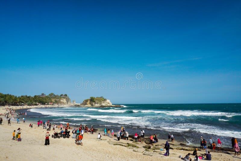 Playa Pacitan Java Indonesia del este de Klayar imagenes de archivo