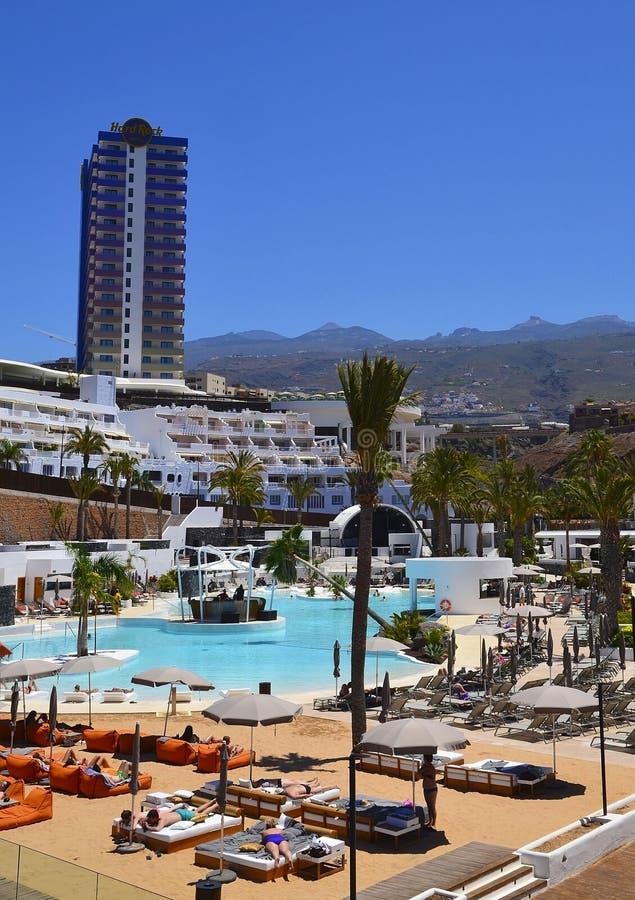 Playa Paraiso, Teneriffa, Kanarische Inseln, Spanien - Juni 10,2017: Ansicht des Hardrockhotels ist ein strandnahes eingestelltes lizenzfreie stockfotografie