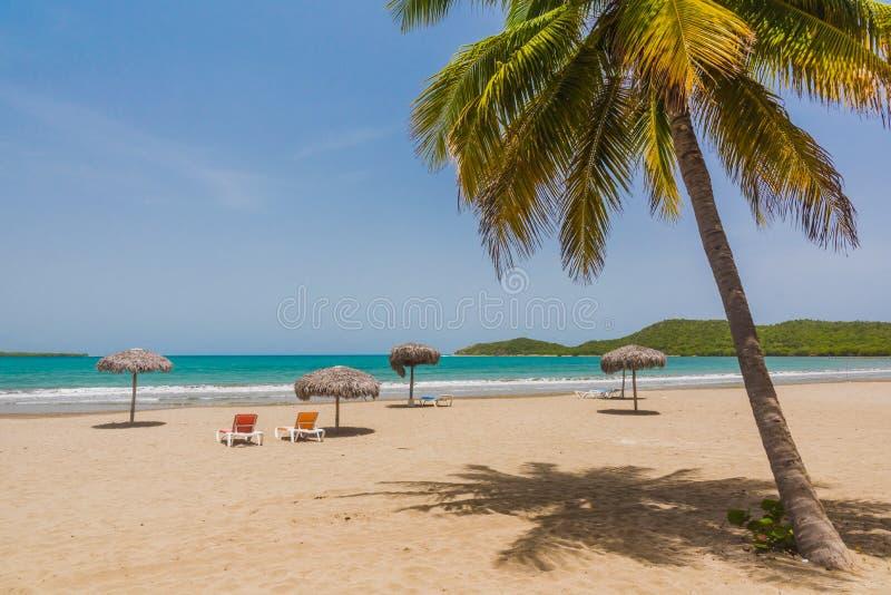 Playa perfecta de la arena en Cuba fotos de archivo