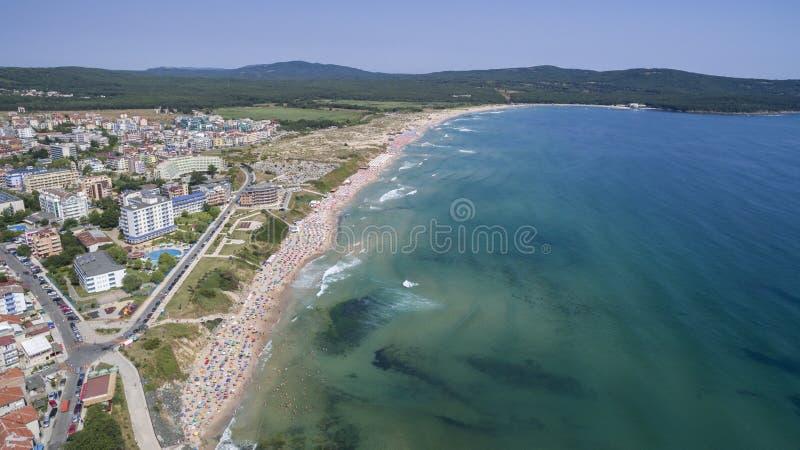 Playa popular en el Mar Negro desde arriba foto de archivo libre de regalías