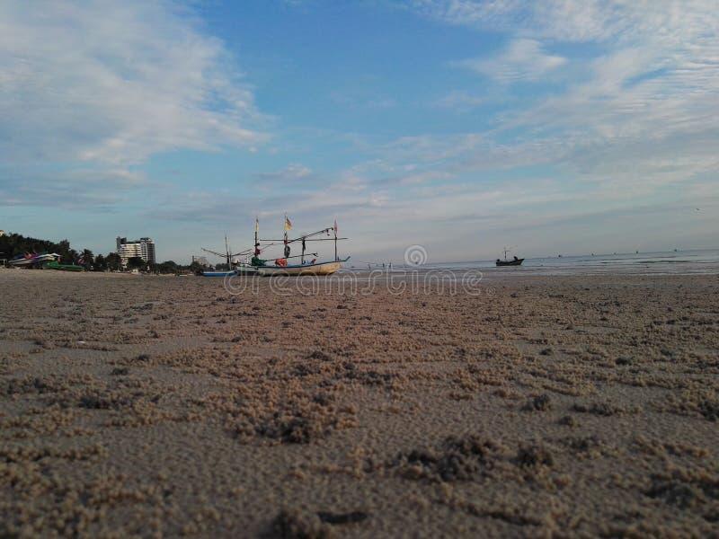 Playa por la mañana foto de archivo libre de regalías